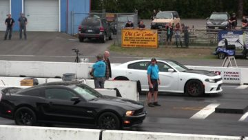 Can boosted 600hp Mustang beat Hellcat ? 1/4 mile drag race Hellcat vs Mustang GT