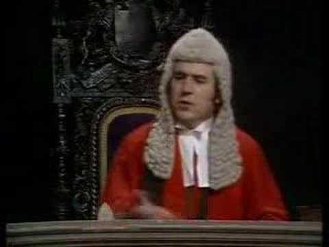 Monty Python – Court Scene