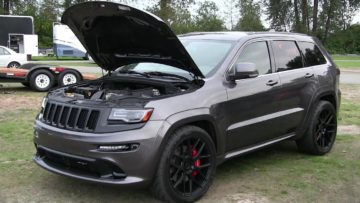 The best of SRT8 Jeep Grand Cherokee-drag race,top speed,sound and acceleration